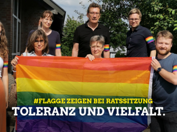 Grüne Ratsmitglieder zeigen Regenbogenflagge